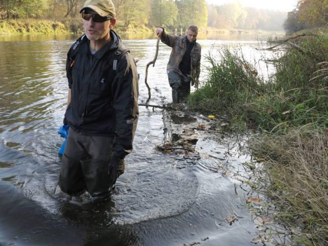 Do gigantycznego zatrucia Warty doszło w 2015 roku. Później ustalono, że do wody dostąło się co najmniej 24 kg szkodliwej transflutryny. Miała zostać wylana do studzienki kanalizacyjnej na terenie magazynu firmy Bros.