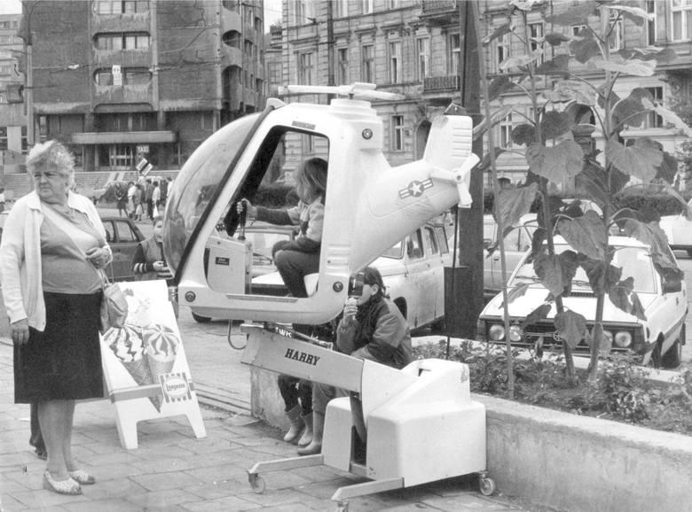 Trybuna wałbrzyska i legnickie konkrety) oraz kilka gazet zakładowych. WrocÅ'aw w latach 80-tych. TÅ'umy na ulicach, to byÅ'o życie