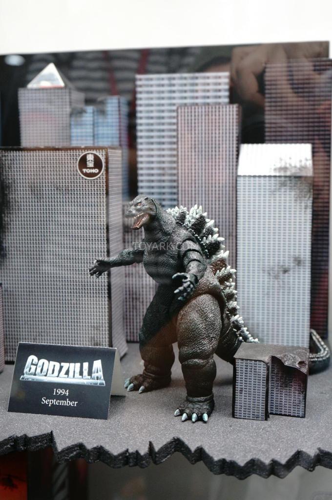 SDCC-2014-NECA-Godzilla-002