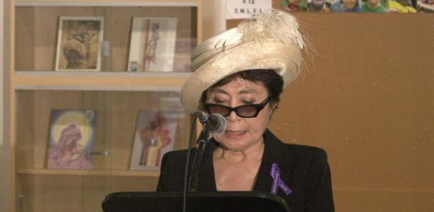 Yoko Ono discursa na apresentação de sua obra My Mommy is Beautiful na ONU, em Nova York (22/6/2011)