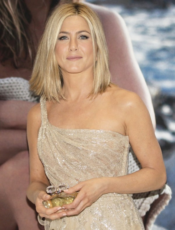 Aniston Moves In With Justin Theroux Of