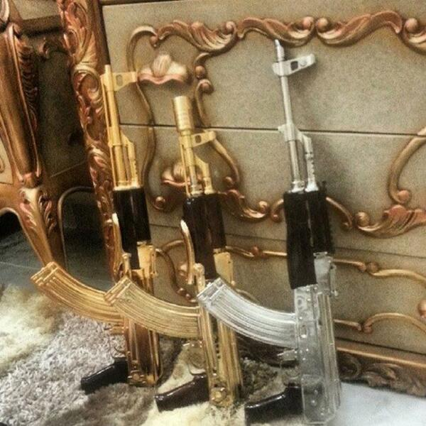 Picture of gold and silver plated AK 47s posted on Serafin Zambada's Twitter account.