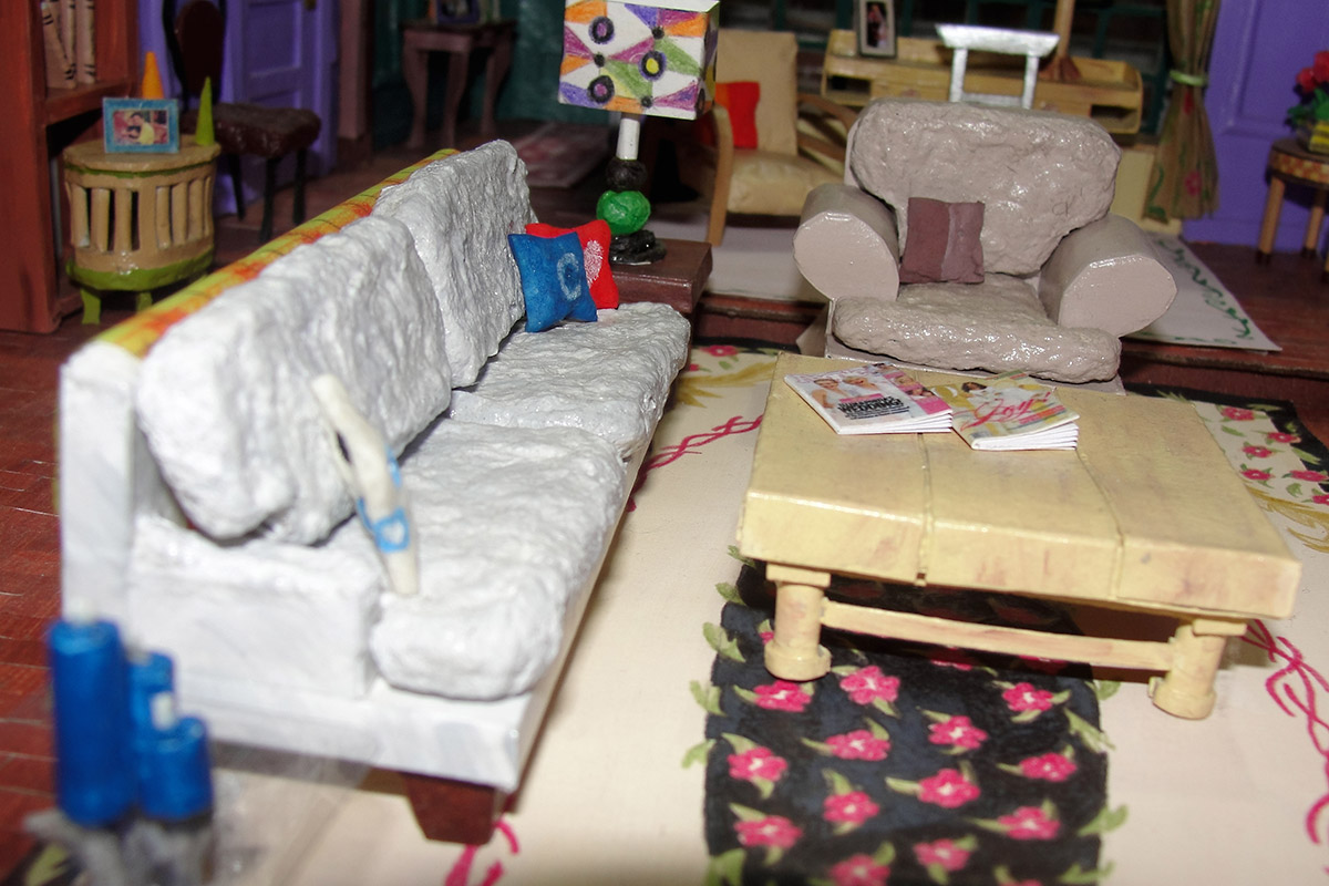 friends sofa replica newton chaise convertible bed reviews amazing miniature model of monica 39s apartment in the tv