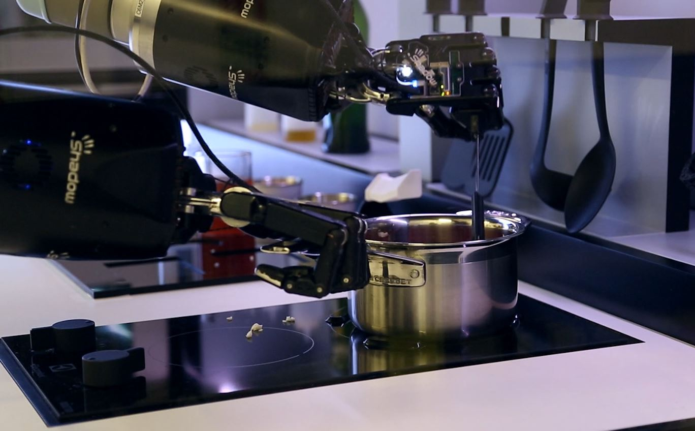 kitchen robot hickory cabinets wholesale robotic chef can cook michelin star food in your by mimicking world s best cooks
