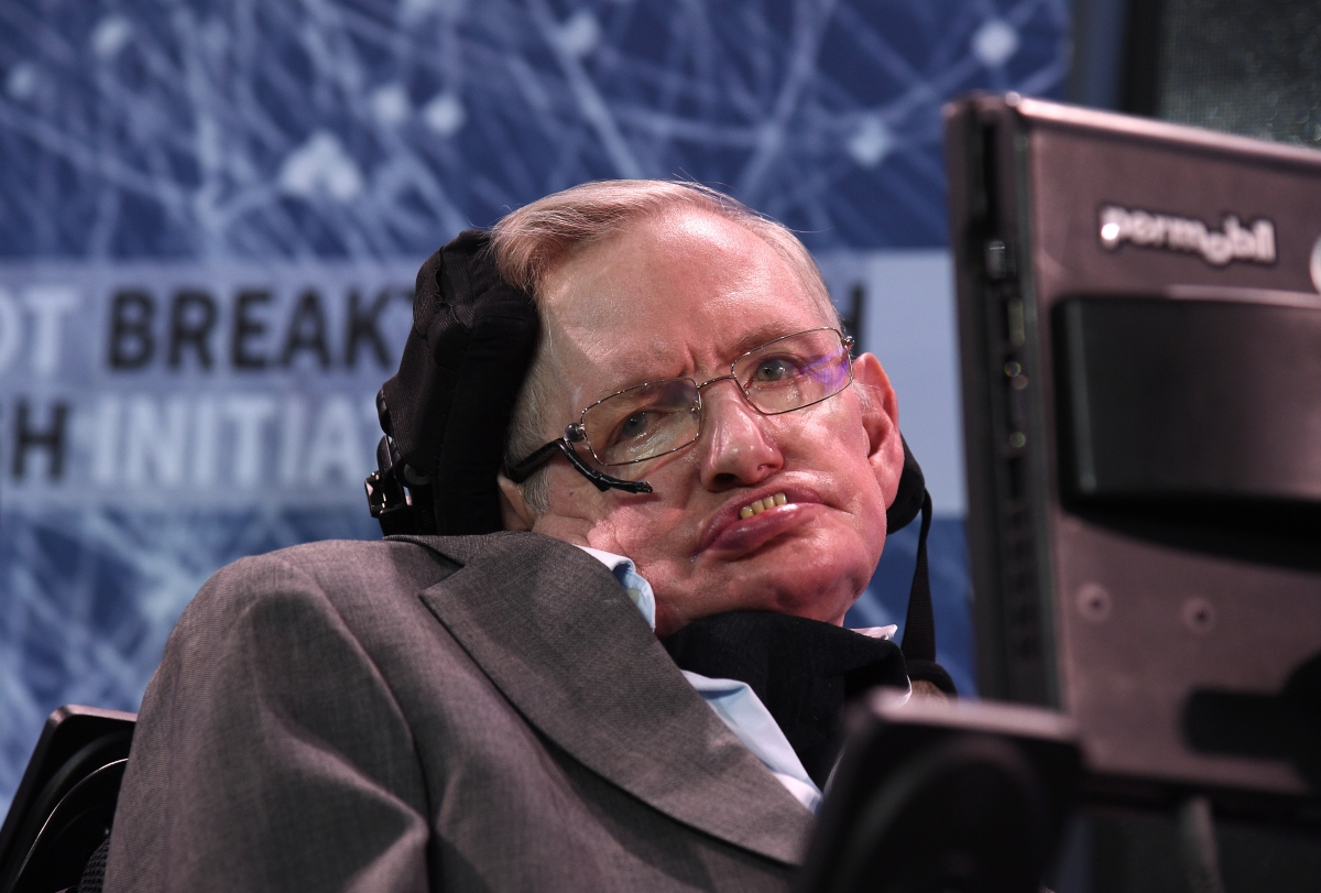 Stephen Hawking slams 'demagogue' Donald Trump