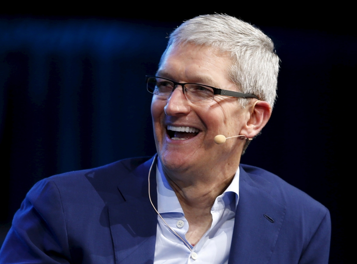 Apples Next Big Thing Tim Cook Praises VR And Augmented
