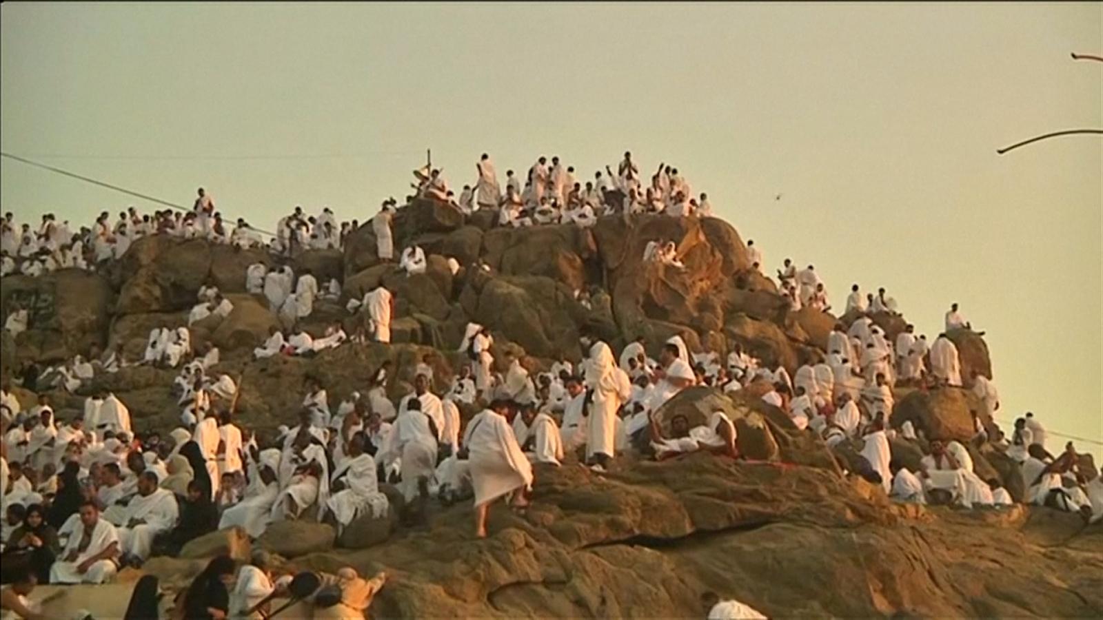 Muslim Wallpaper Hd Nearly Two Million Hajjis Gather At Mount Arafat