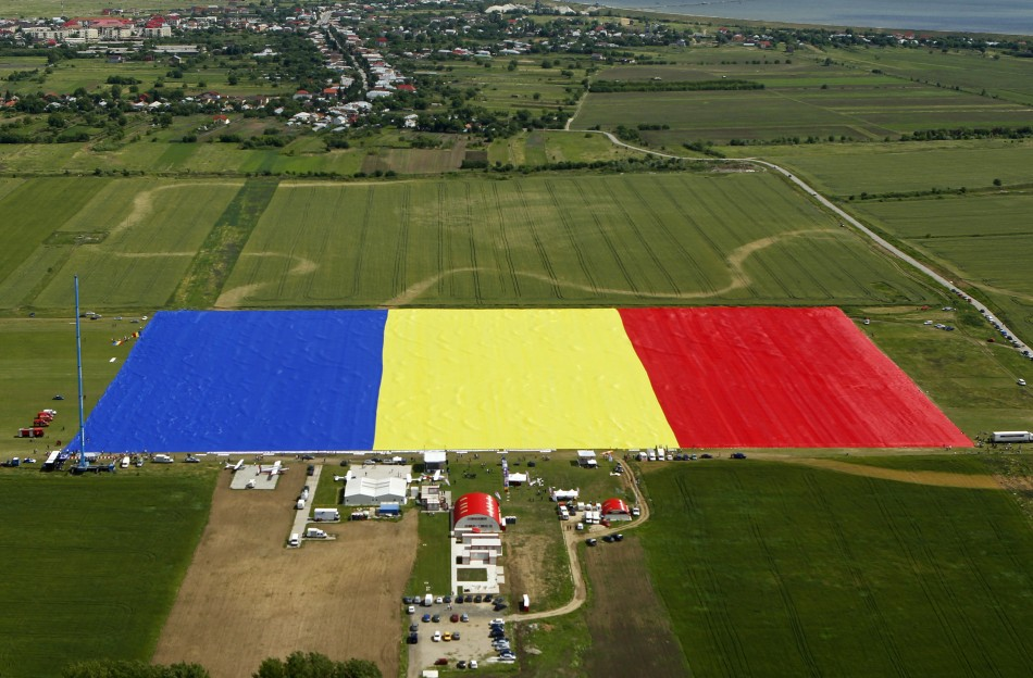 Romania Sets Guinness World Records for Largest Flag PHOTOS