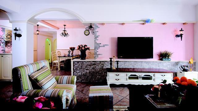 rustic kitchen clock cabinets greenville sc 清新色调 打造唯美乡村家居 客厅粉色的背景墙浓浓可爱的气息弥漫 黄褐色的地板 文化墙 质朴素雅给人乡村朴实的质感