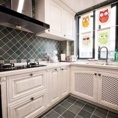 Kitchen Window Coverings Bakers Racks For 厨房窗帘这样挂 打破传统的格局 这种悬挂方式在卧室中是比较常用的 但是在厨房中却比较少见 但和其他房间不同的是 在厨房窗帘安装的位置上留了一部分能够透光的缝隙 同时窗帘 也不是完全拉开的