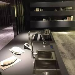 Kitchen Builder App Frigidaire Appliances 纳米科技应用 全世界最干净的厨房 为了验证这种纳米涂层的神奇效果 我们也进行了两组对比实验 分别在普通不锈钢和纳米涂层不锈钢表面进行水滴滚动 油渍及污渍附着试验 通过试验我们发现 经过纳米涂
