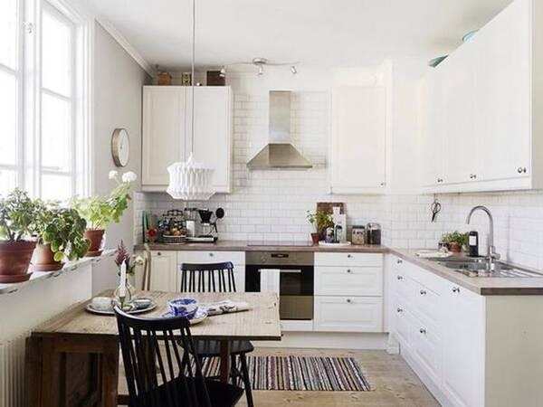 kitchen design tools garbage can 深得人心的厨房设计 用几十年依然时尚 厨房是做饭的地方 如果把工具都隐藏起来的话 我们要怎么做饭呢 我们可以通过一些比较巧妙的设计把他们整理好 让厨房看起来更加整洁