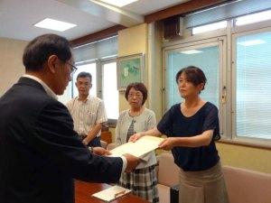 要望書を提出する日本共産党鳥取市議団