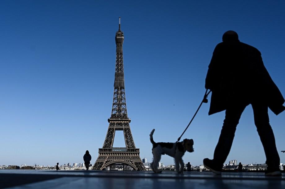 パリ、フランス、エッフェル塔、コロナウイルス、2020年4月