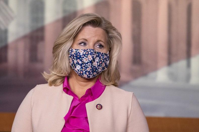 Liz Cheney wears a mask in D.C.