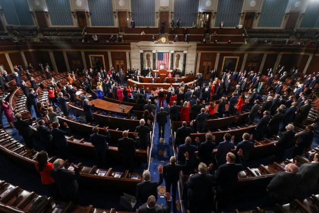 Nancy Pelosi Swears in New Members