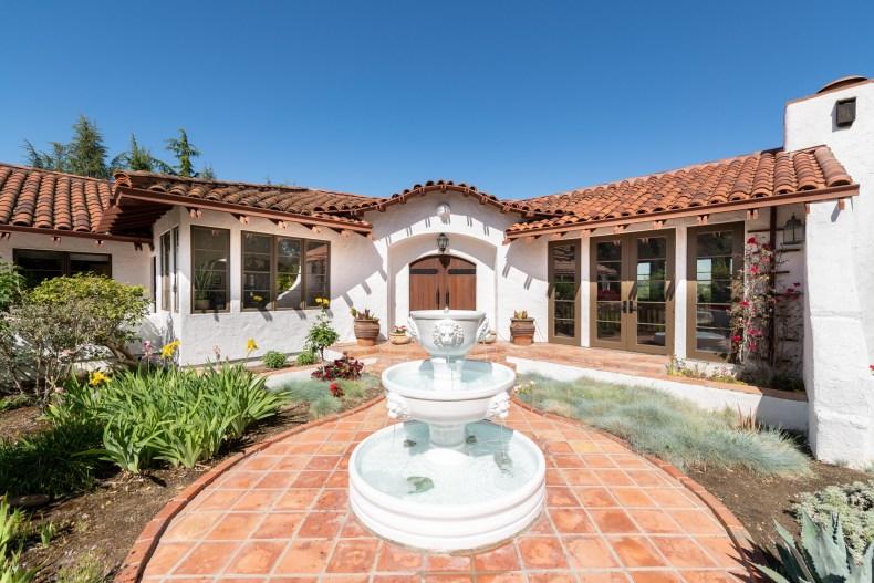 Los Altos Hills, California, 94024