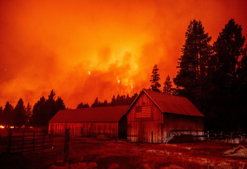 Firefighters could try to steer the caldor fire into. Caldor Fire Map Update As Thousands Evacuated From California S Lake Tahoe