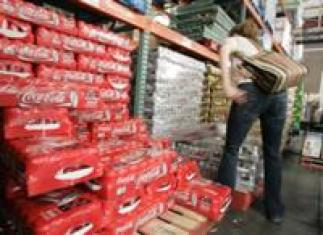 AP - FILE - In this May 28, 2008 file photo, a Costco customer picks up a case of Diet ...