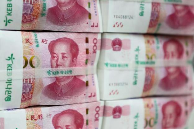 © Bloomberg. Genuine bundles of Chinese one-hundred yuan banknotes are arranged for a photograph at the Counterfeit Notes Response Center of KEB Hana Bank in Seoul, South Korea, on Friday, July 13, 2017. Yuan is set to slide for fifth week, longest losing streak since July 2016, as escalating U.S.-China trade tensions weigh on sentiment. Photographer: SeongJoon Cho/Bloomberg