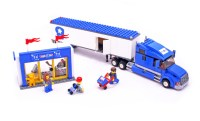 Toys R Us City Truck - LEGO set #7848-1 (Building Sets > City)