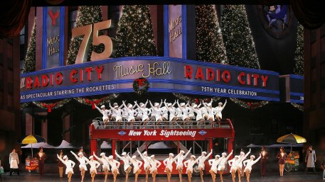 Картинки по запросу radio city christmas spectacular