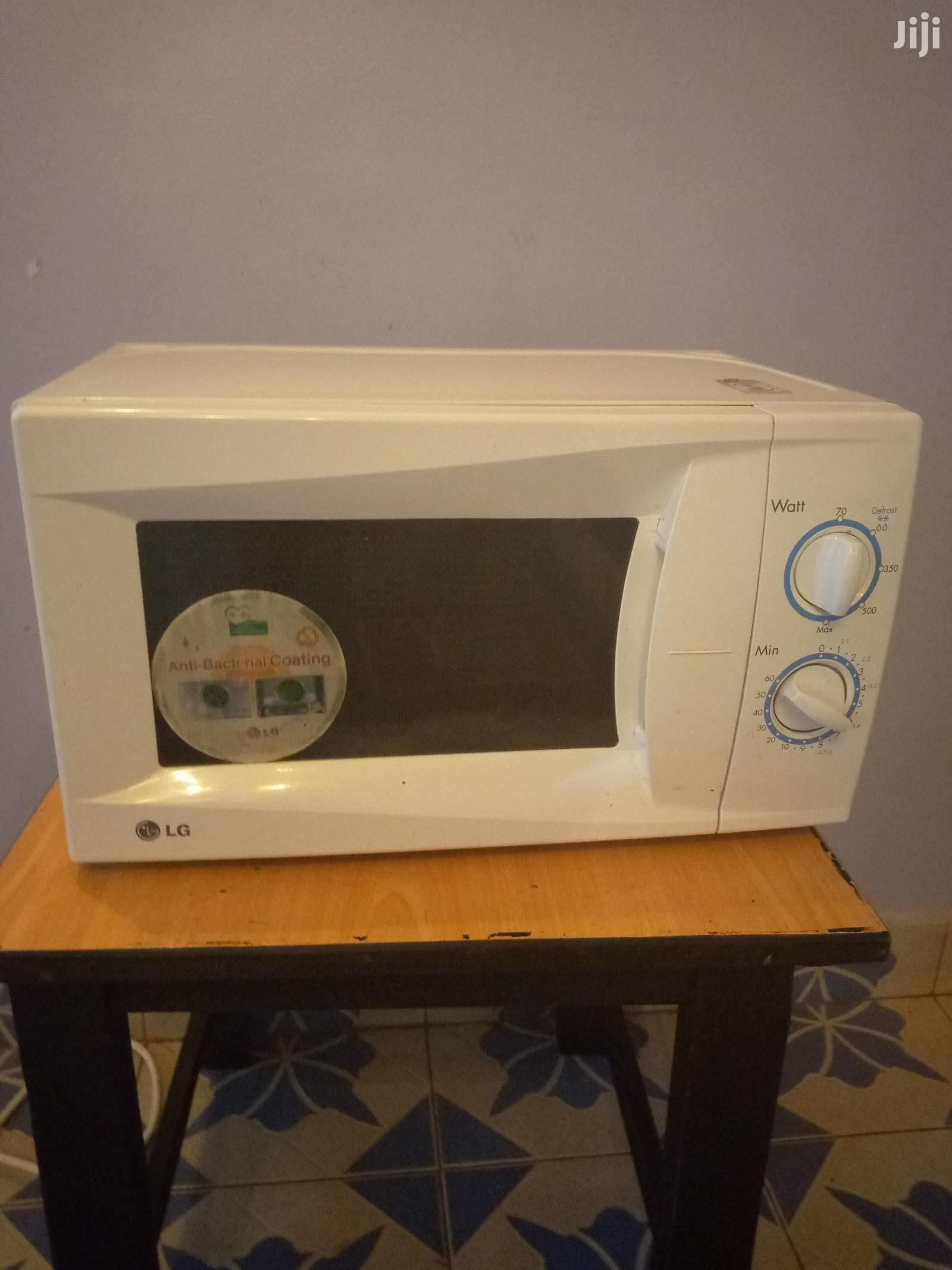 lg microwave white in colour