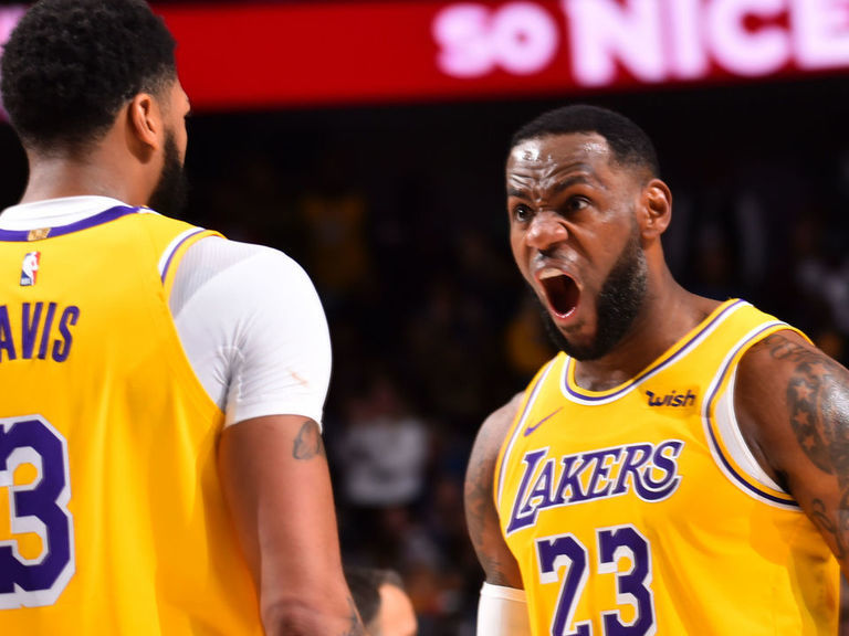 Lebron S Triple Double Leads Lakers Past Mavs In Ot