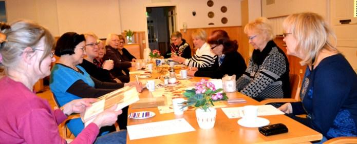 Helmikuun vaalikokousväki palvelutalo Kreivinajassa.