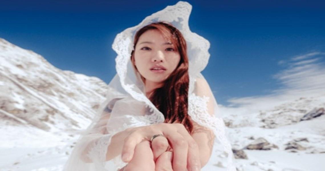 在喜瑪拉雅山裸體拍婚紗!柳喪彪:我的愛情,值得攀上世界之巔 - Booklife圓神書活網