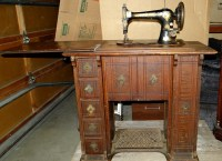 """Antique Singer Sewing Machine with Original Wood """"Parlor ..."""