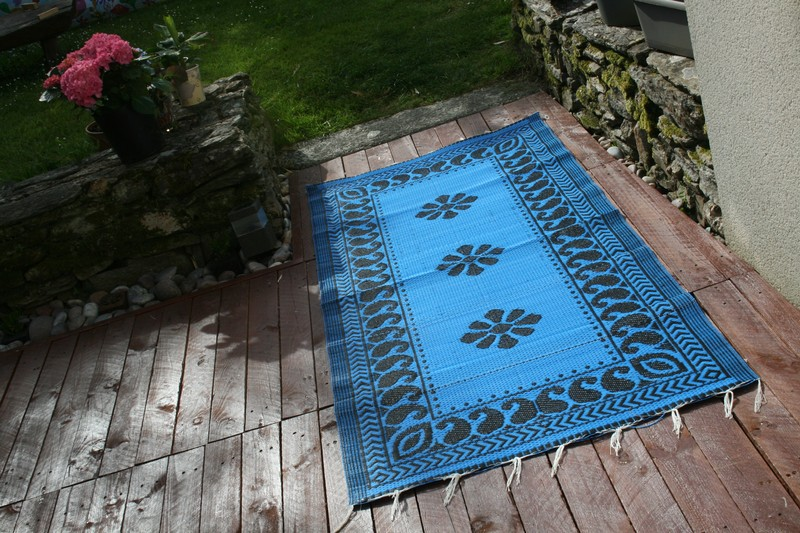 tapis africain natte en plastique tapis bleu plastique