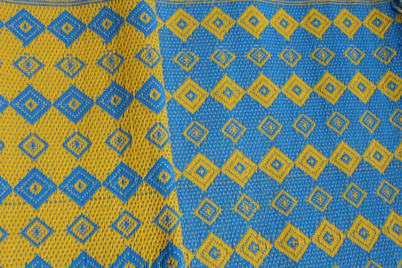 tapis natte africaine interieur et exterieur en plastique african plastic mat tapis multicolore plastique