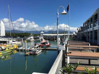hemingways-beer-port-douglas-marina-table
