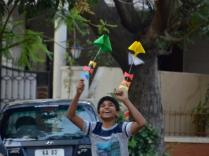 Kites_kids_playing_02