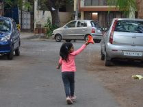 Kites_kids_playing_05