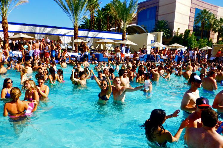 Pool Party  Las Vegas  Junggesellenabschied Ideen entdecken und buchen bei crazyjga