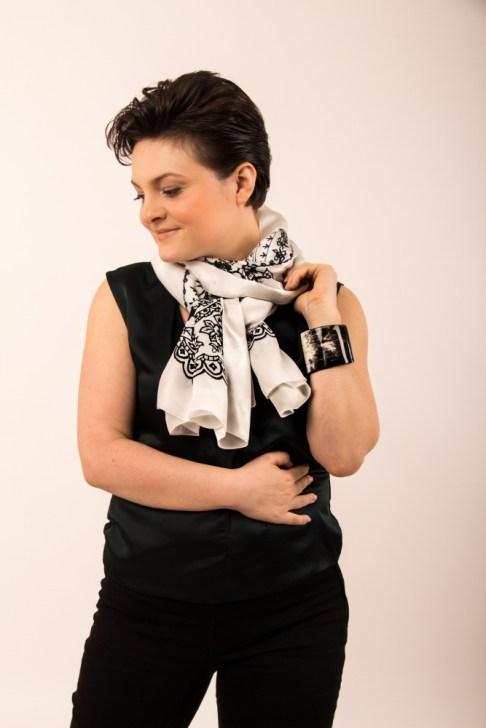 Adela Designer Schal kaufen social fashion tragen Iulia
