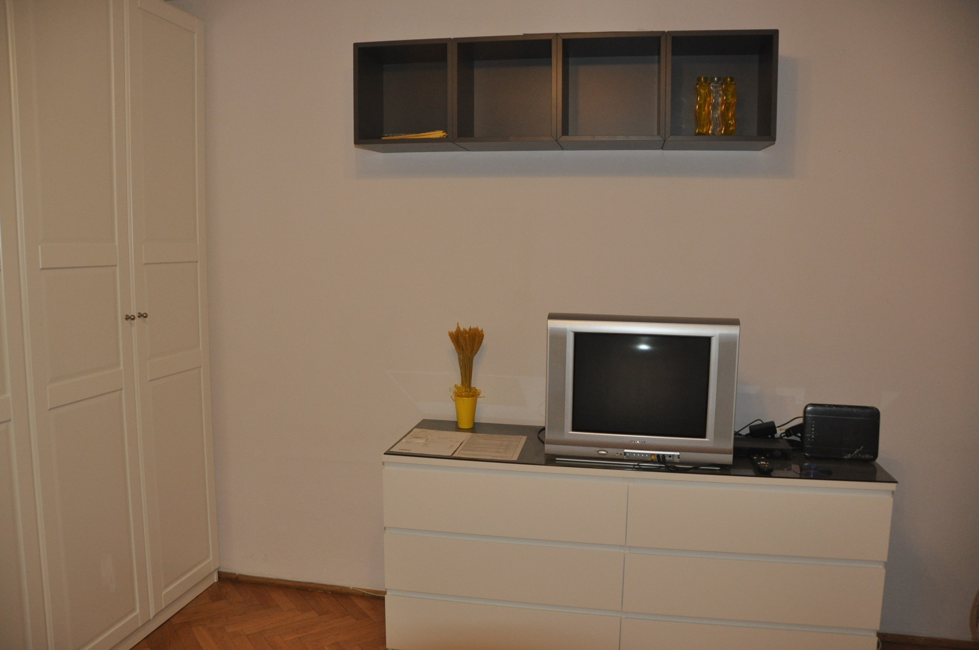 from 20 July 2017 1bedroom flat with kitchen and