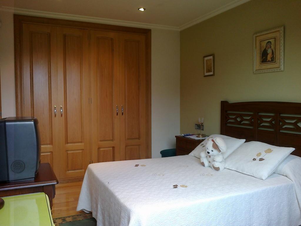 amplia habitacin en casa con jardn cerca de la Universidad  Alquiler habitaciones Vigo