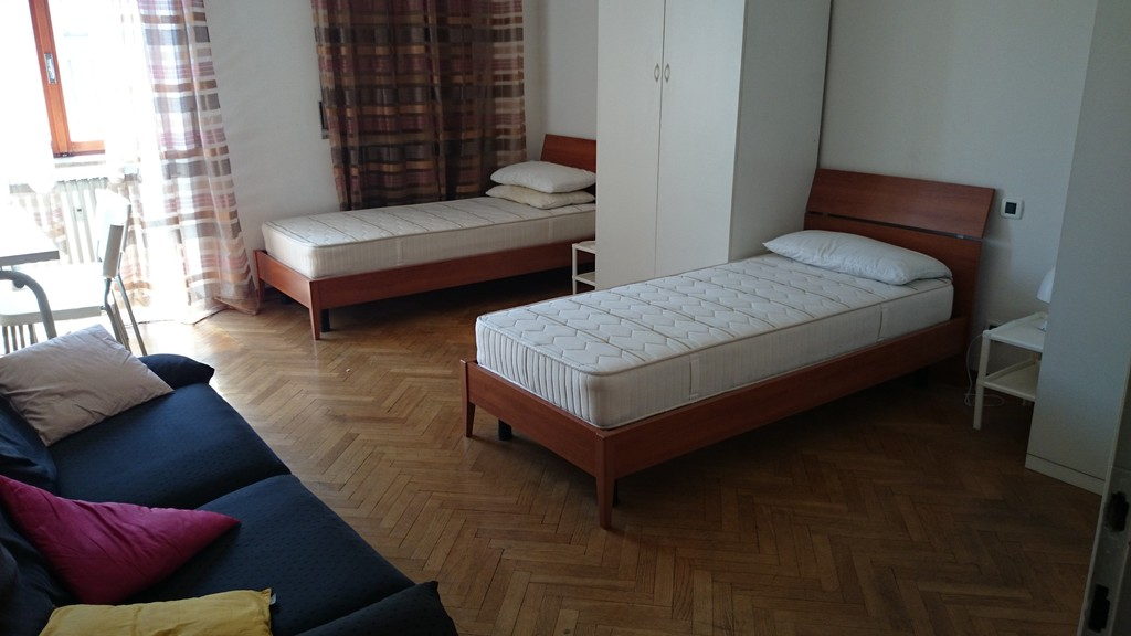 Big room with two beds in beautiful apartment in city