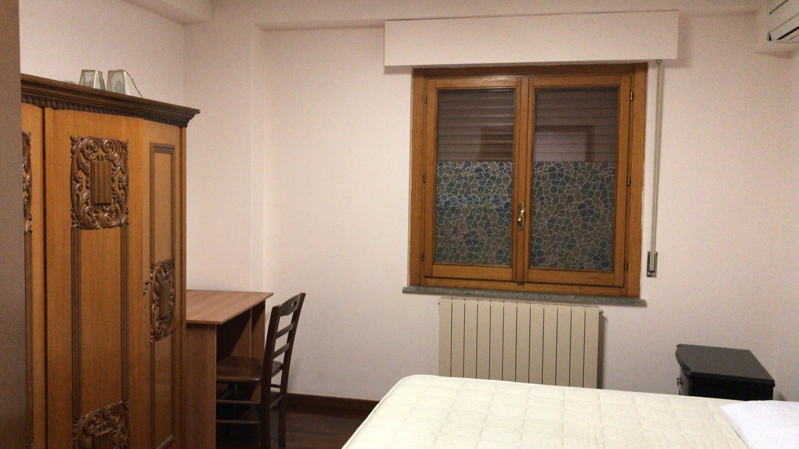 Composto da cucina, salotto, camera matrimoniale, bagno. Searching For A Bedroom Rent This Awesome Single Room In Perugia With Elevator And With Storage Area