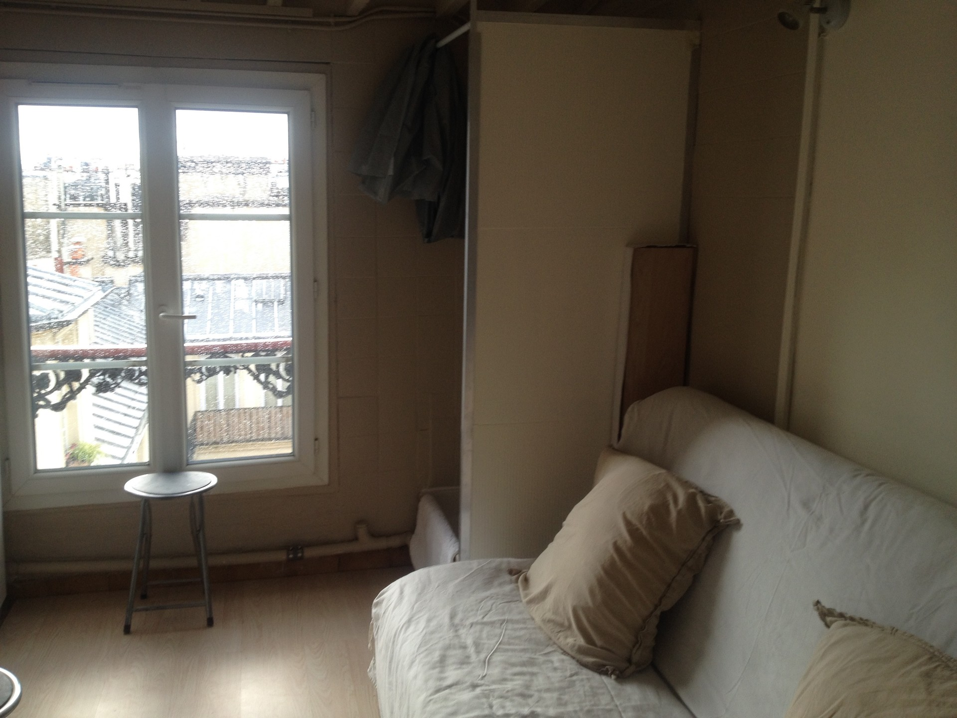 PLEASE CONTACT THE LANDLORD BEFORE BOOKING  Rent studios Paris