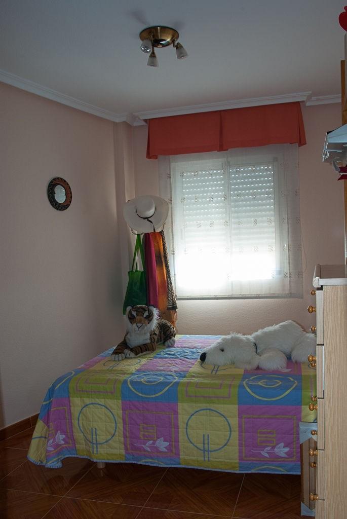CHAMBRE POUR LOUER DANS UNE MAISON AVEC FAMILLE  Location appartements Alicante