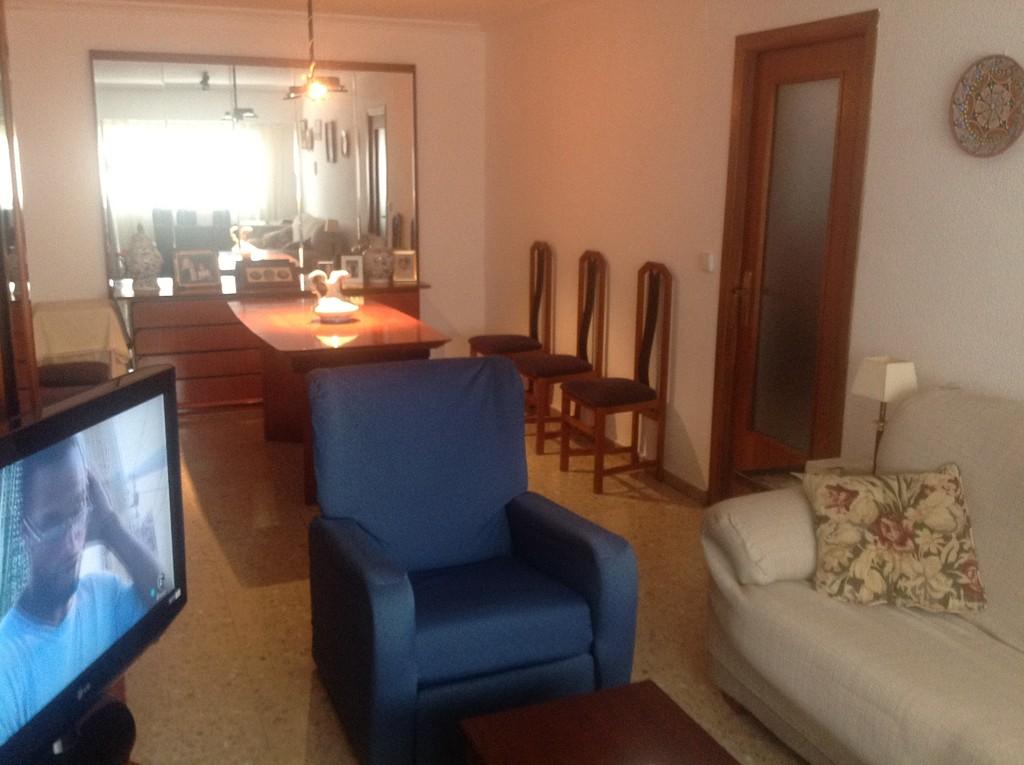 Habitacin conTV WIFI sala de estar 2 baos y cocina