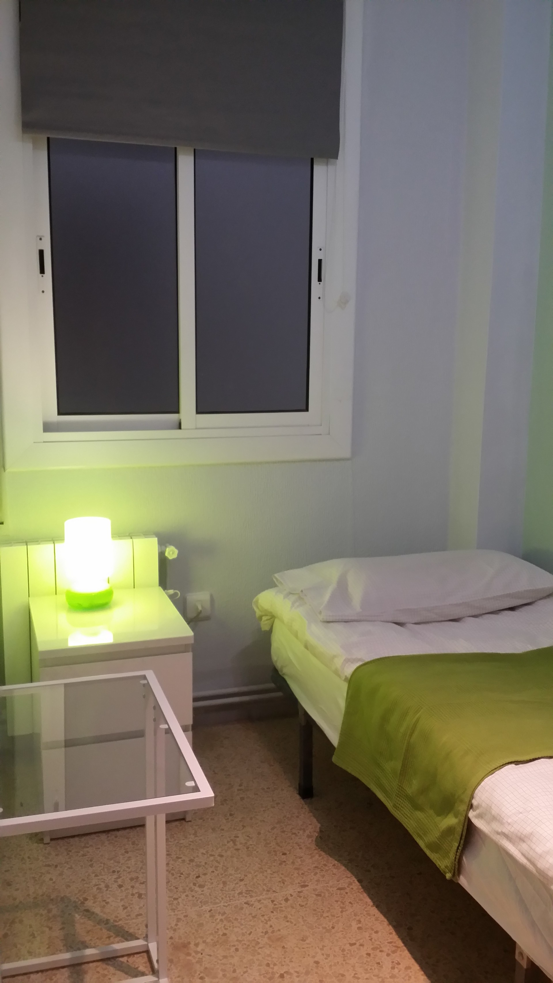 Dormitorio para chica  Alquiler habitaciones Barcelona