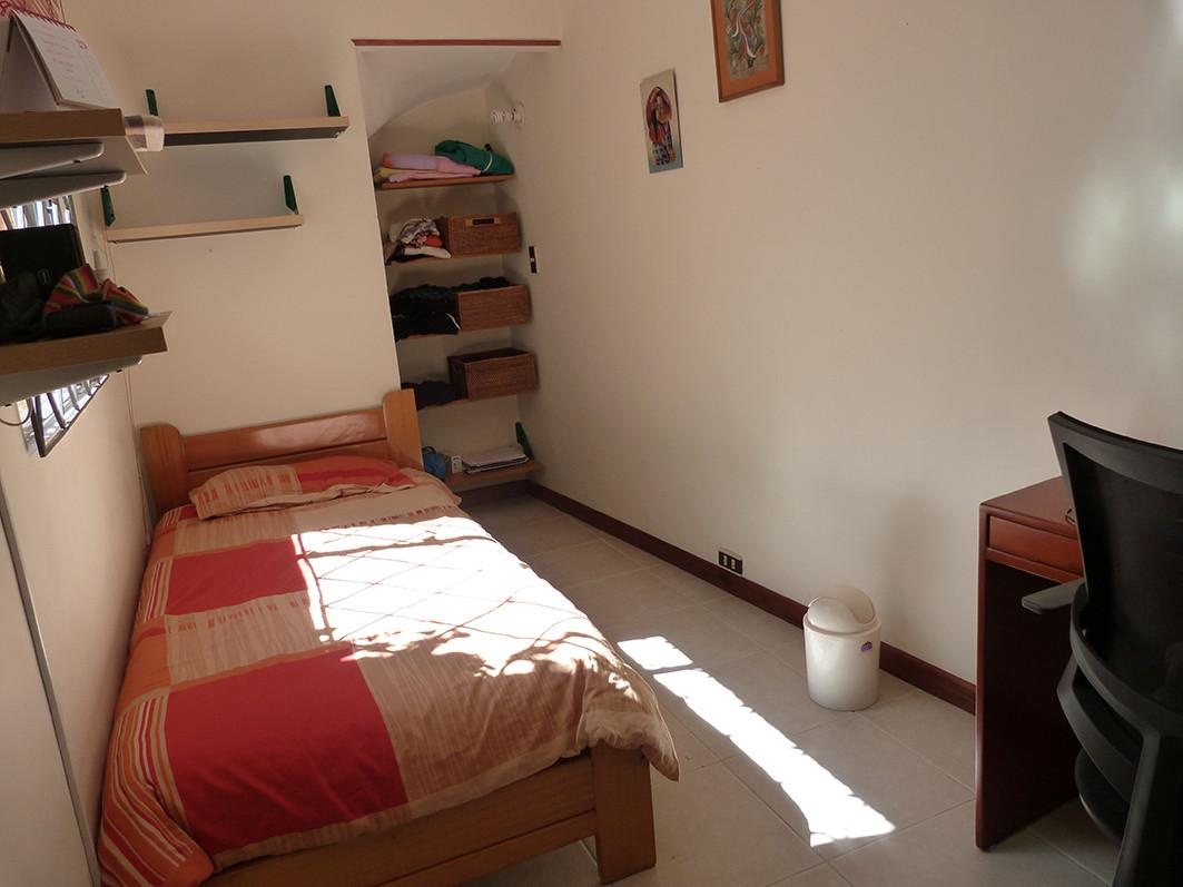 Habitacin independiente en casa de familia  University