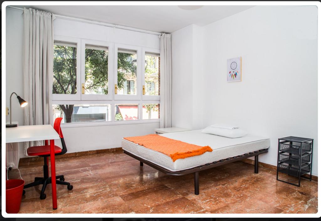 Habitacin chicas en piso en el centro de Barcelona  zona