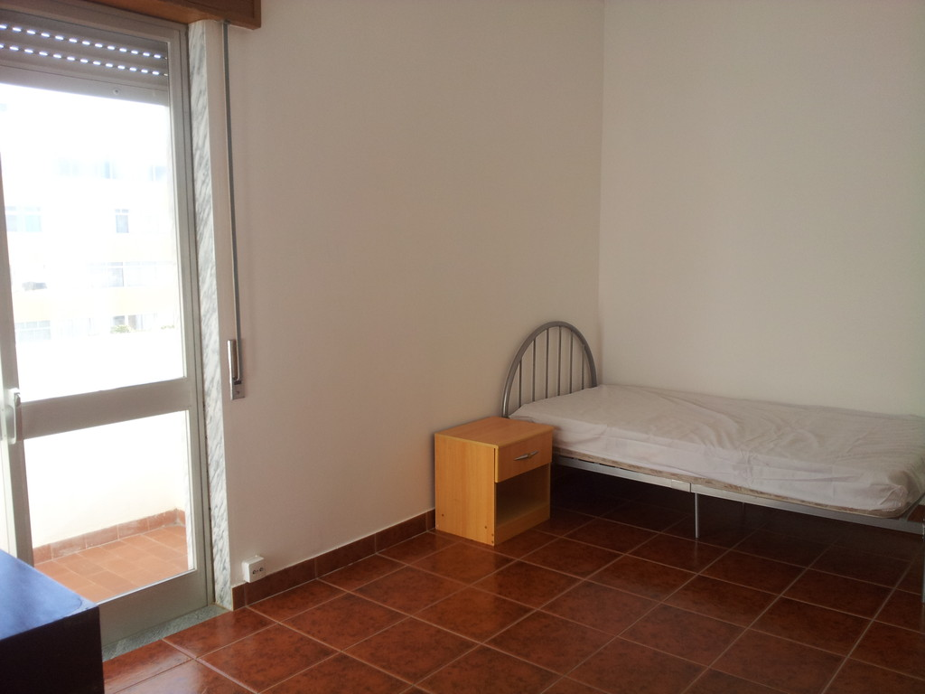 Large single room to rent  women only  Room for rent Faro