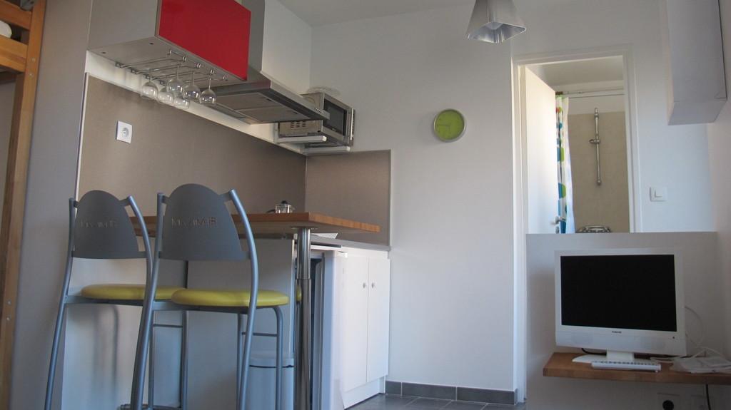 montpellier quartier des facs loue studio meuble dans maison avec jardin